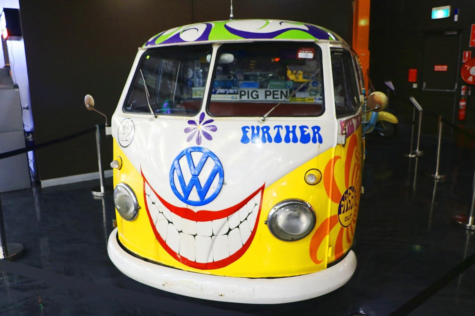 VW Peace Kombi (01).jpg