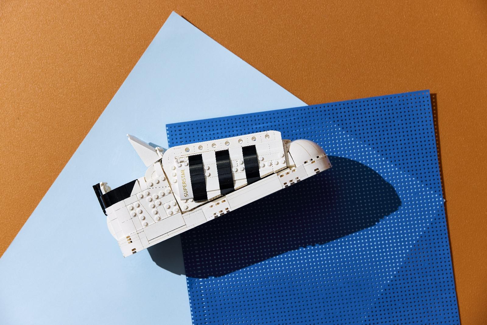 Adidas Originals จับมือ LEGO Group เปิดตัวรองเท้าผ้าใบระดับตำนานรุ่น Superstar พร้อมเลโก้คอลเล็กชันพิเศษ