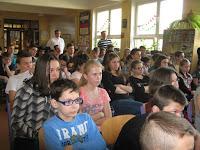A gyerekek érdeklődését is felkeltette az előadás.jpg