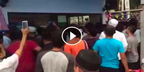 imam masjid negara dilempang ketika solat jumaat.png