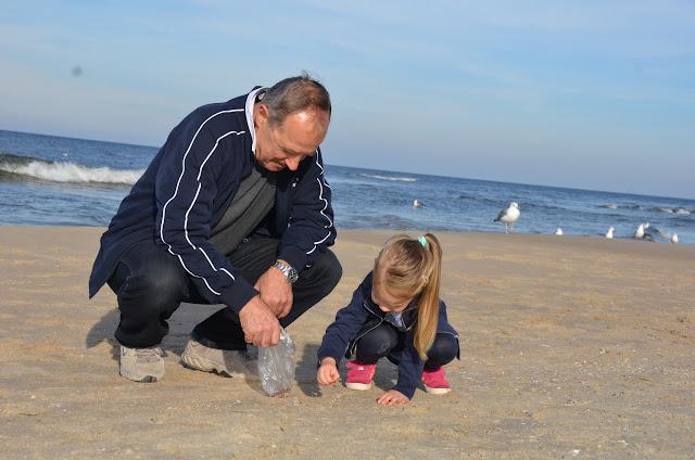 Kamyczki - Stegna z dziadkiem na plazy