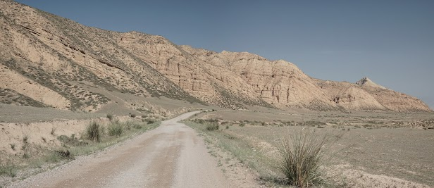 Trockenes Tal südlich von Terek