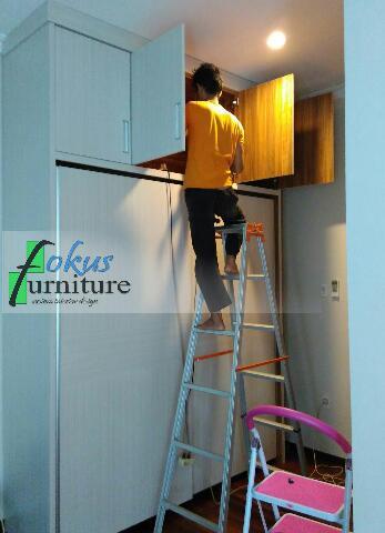 wardrobe lemari tinggi full plafon