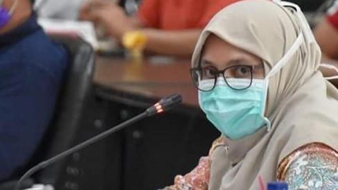 Foto: Kadiskes Kota Padang, Feri Mulyani Hamid. 1.200 Lebih Pedagang Pasar Raya Padang Tes Swab.