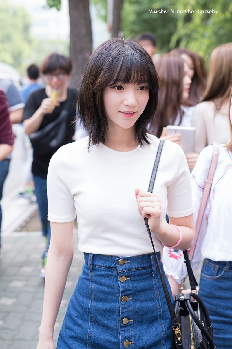 omg-binnie-candid-unsorted-top-white-skirt-jean-blue-purse-black-01-001