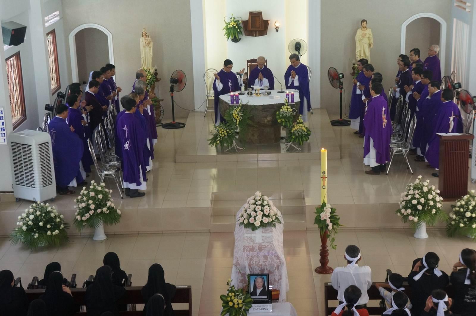 Thánh lễ an táng nữ tu Catarina Caroline Nguyễn Thị Ngân