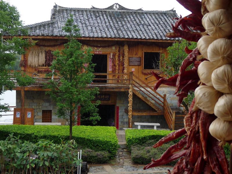 CHINE.YUNNAN.KUN MING Village des minorités 2 - P1270690.JPG