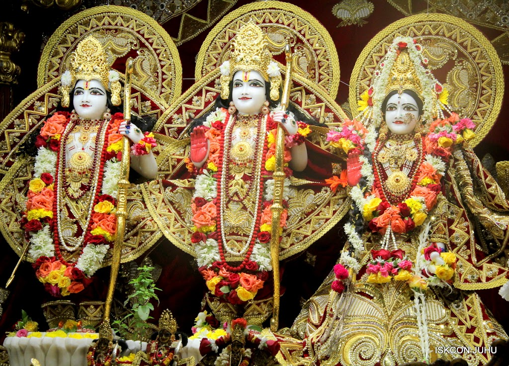 ISKCON Juhu Sringar Deity Darshan on 5th Aug 2016 (23)