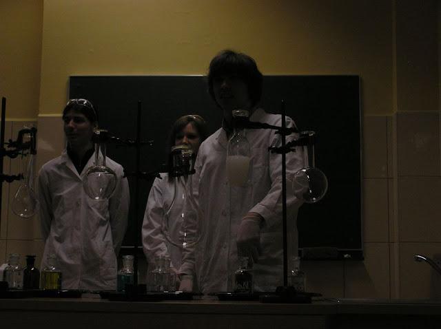 DO 2011 pokazy fizyczno chemiczne - P4150031_1.JPG