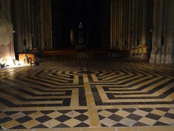 2018.01.07-035 labyrinthe dans la basilique