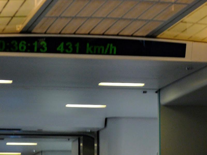 431 kilomètres/ heure.Shanghai, train rapide, le MAGLEV