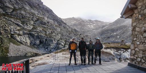 A punto de salir del Refugio de los Ibones de Bachimaña