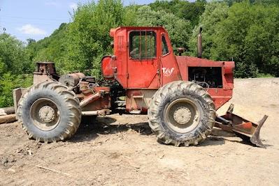 Forst Traktor IRUM TAF 657