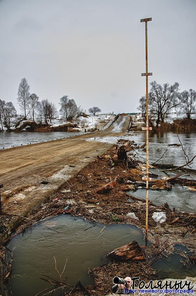 Рейка на другом берегу Упы в Мишнево, а за ней - то, что приплыло по воде