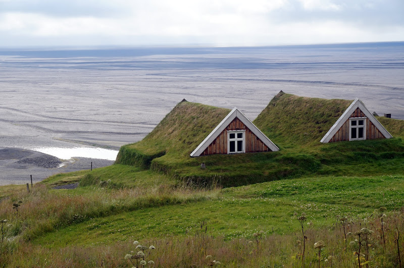 DSC05417 - Undeground houses