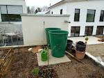 Regenwasser-Tonnen (noch nicht angeschlossen)
