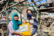 Sasar Korban Rob, Gusdurian Berbagi Sembako di Ciparagejaya