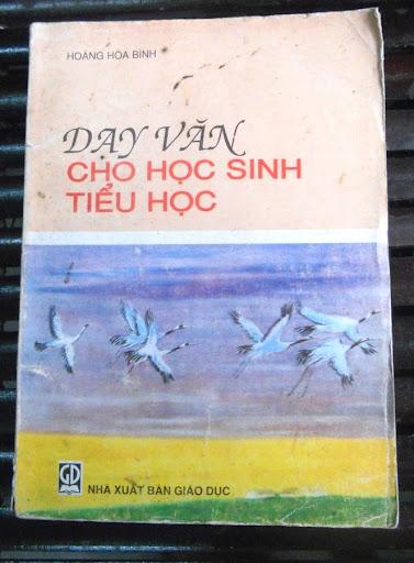 Sách giáo khoa tiểu học cũ - nơi lưu giữ từng trang ký ức DSCN2730