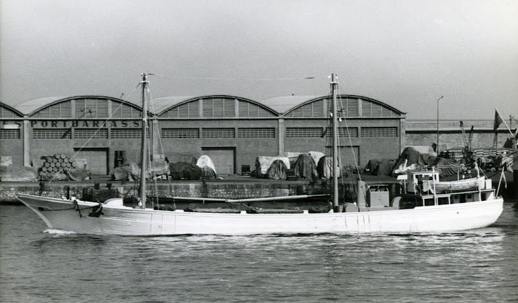 El RADA DE CARTAGENA entrando en Barcelona. Al fondo el muelle Adosado. Ca. 1960. Foto Sjohistoriska Museet.jpg