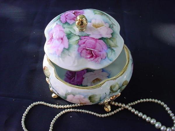 кутийка с рози