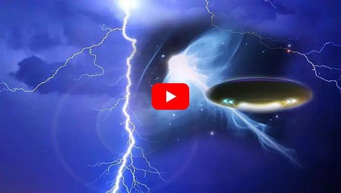 naves espaciais alienígenas exploram o relâmpago para criar portais