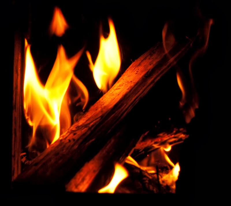 Wir machen uns ein Feuer zum Aufwärmen
