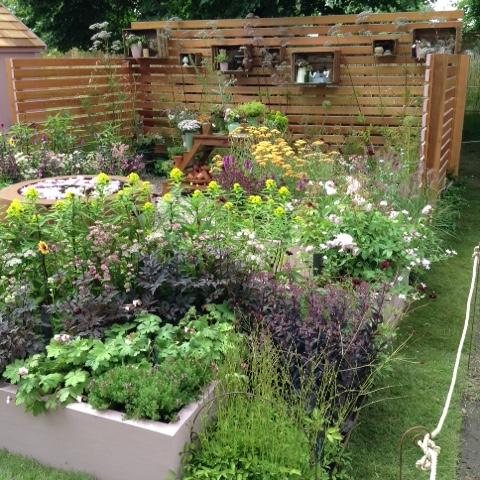 Noemi Mercurelli Hampton Court Show Cut Flower Katie's Lymphoedema Fund Garden Urbis camellia bowl cedar fence