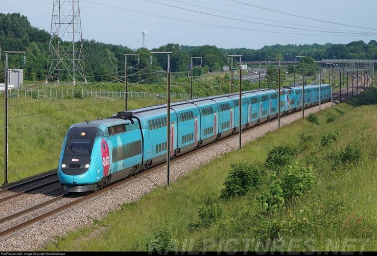 TGV francês, fruto de um desenvolvimento secular do transporte de  passageiros por ferrovias, média de 320km h. Foto de Daniel Minaca. 0b528163aa