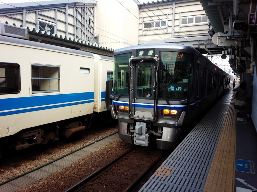 JR西日本521系富山駅