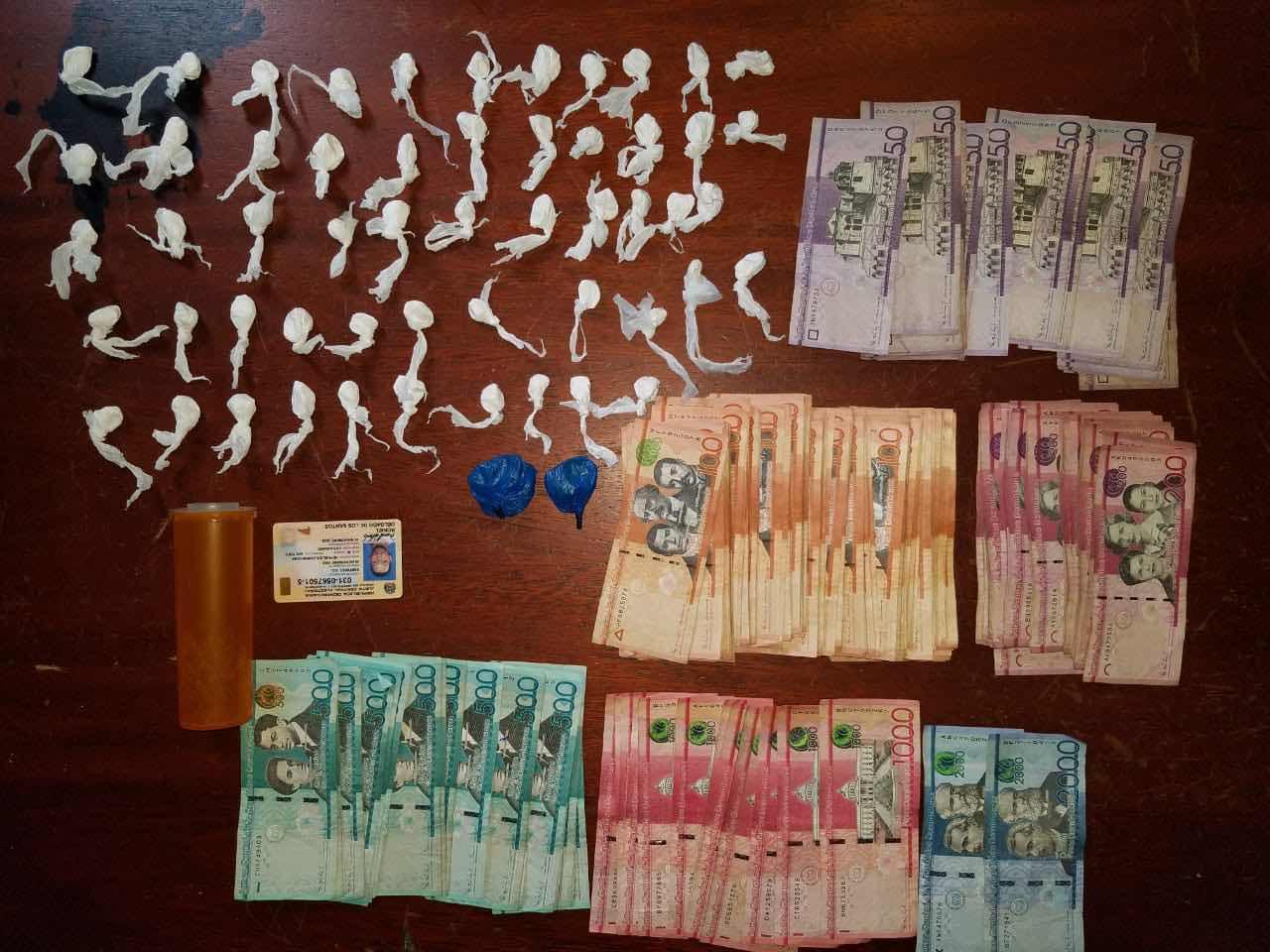 Policía Preventiva y Dican ocupa varias sustancias y Dinero en efectivo a un joven.