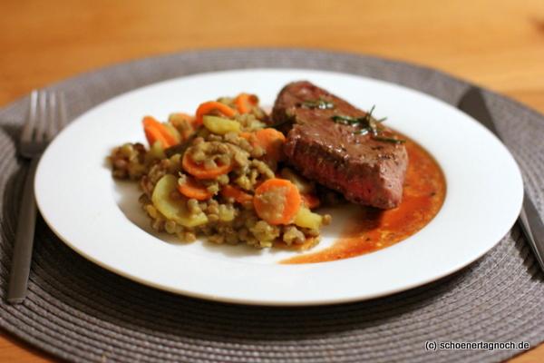 Rosmarin-Steak mit Senflinsen