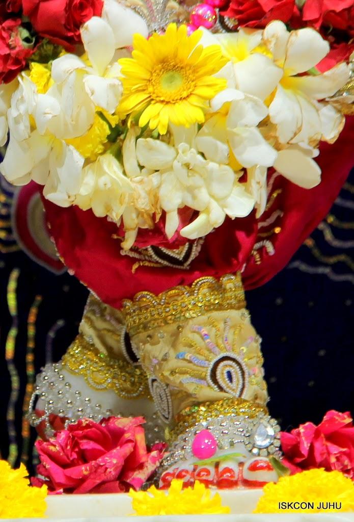 ISKCON Juhu Sringar Deity Darshan on 27th April 2016 (43)