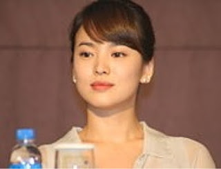 biodata song hye kyo pemeran tokoh dokter kang mo yeon di descendants of the sun