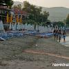 Плажът в Олимпиада и уличката с вилите зад него. Не е широк, но пясъкът е хубав.