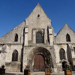 Eglise Saint-Basile : façade et porche
