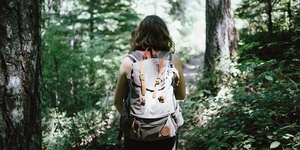 Inilah daftar perlengkapan mendaki gunung untuk perempuan yang harus disiapkan sebelum keber 20 Perlengkapan Mendaki Gunung Untuk Wanita