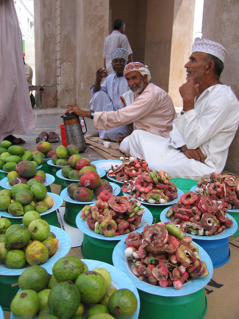 Oman - souk fruit vendors