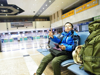 flight tour 3rd: hometown nearby. here woz at Harbin airport before aboard.