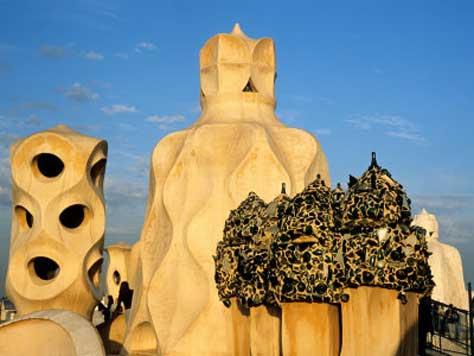 """Gaudí, edificio"""" width="""