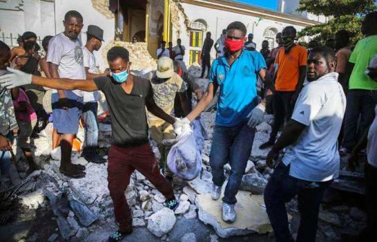 Sube a 2,248 el número de muertos por el terremoto en Haití