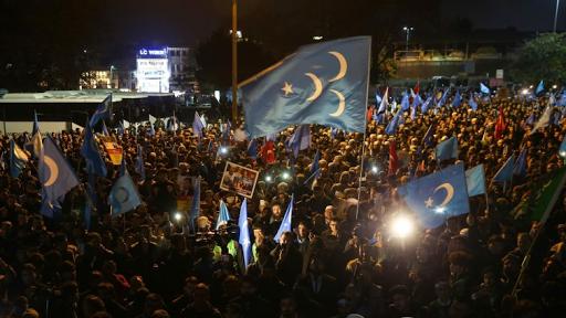 بعد الاتجار بقضية الأيغور، بدأ النظام التركي بطرح الاتفاقية المبرمة مع الصين لتسليم الناشطين الإيغور إلى المشانق
