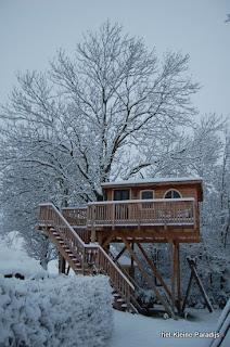 """""""Het kleine Paradijs"""" accommodatie: boomhut in de winter"""