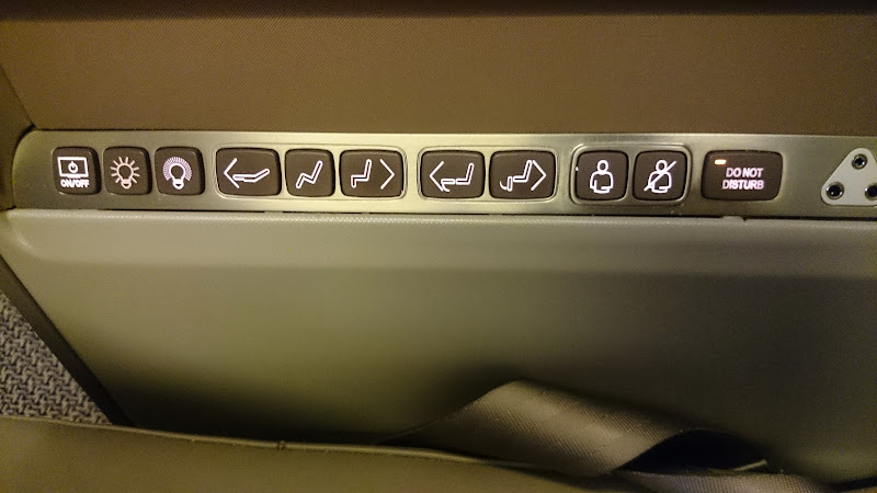 LHR SIN 13 - REVIEW - Singapore Airlines : Business Class - London to Singapore (B77WN)