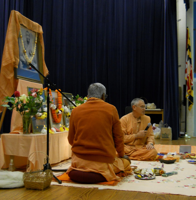 Swami Atmajnanananda gives a short talk