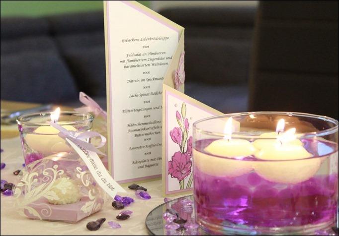 Dekoideen Dinnerparty Tischdeko Wasserperlen Schwimmkerzen Aqualinos lila 01