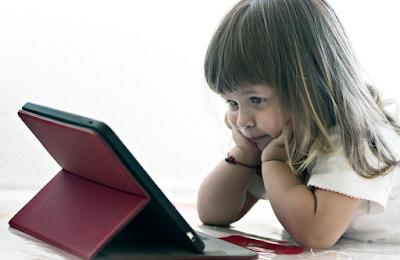 Ilustrasi anak ketagihan gadget