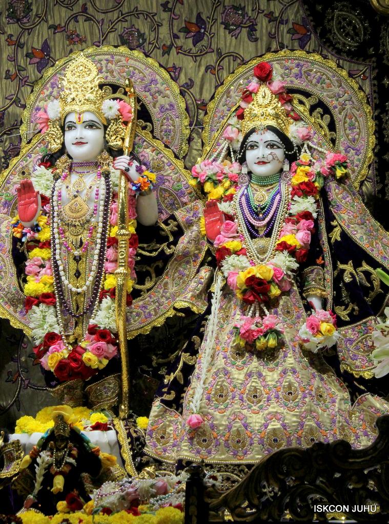 ISKCON Juhu Sringar Deity Darshan on 22nd Oct 2016 (37)