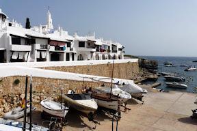 Binibeca Vell (Binibèquer Vell) se encuentra a unos 8 kilómetros al sur de Mahón, en el término municipal de San Luis,  y es una de las zonas más visitadas de Menorca.
