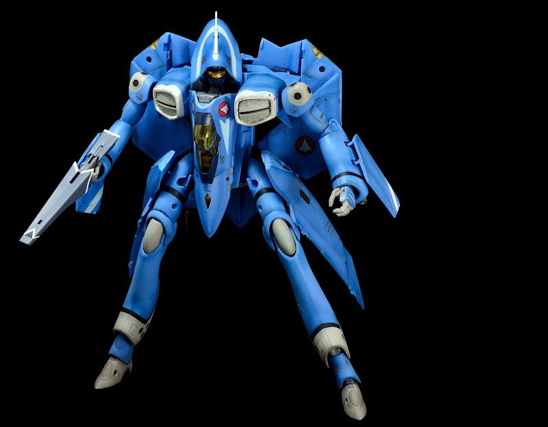 VF-22S_max_battroid_01.JPG