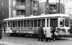 ht4_1944_3-944-014_tramway_publicitaire